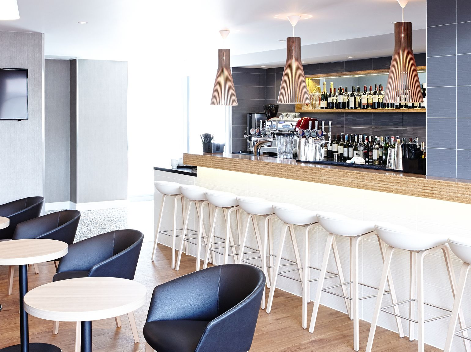 Bar and Restaurant Area in Novotel, London